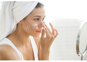 Μπορεί να νομίζετε ότι κατέχετε πολύ καλά την περιποίηση του δέρματός σας. Αλλά μήπως κάνετε κάποιο από αυτά τα επτά λάθη;